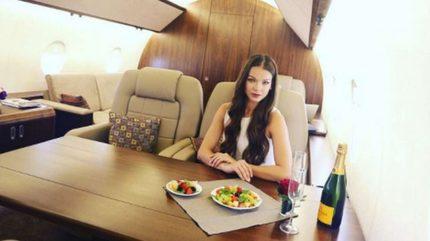 Gái xinh đua nhau chi tiền 'sống ảo' trên máy bay cá nhân