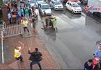 Lái xe cầm tuýp sắt đánh bảo vệ bến Nước Ngầm nhập viện