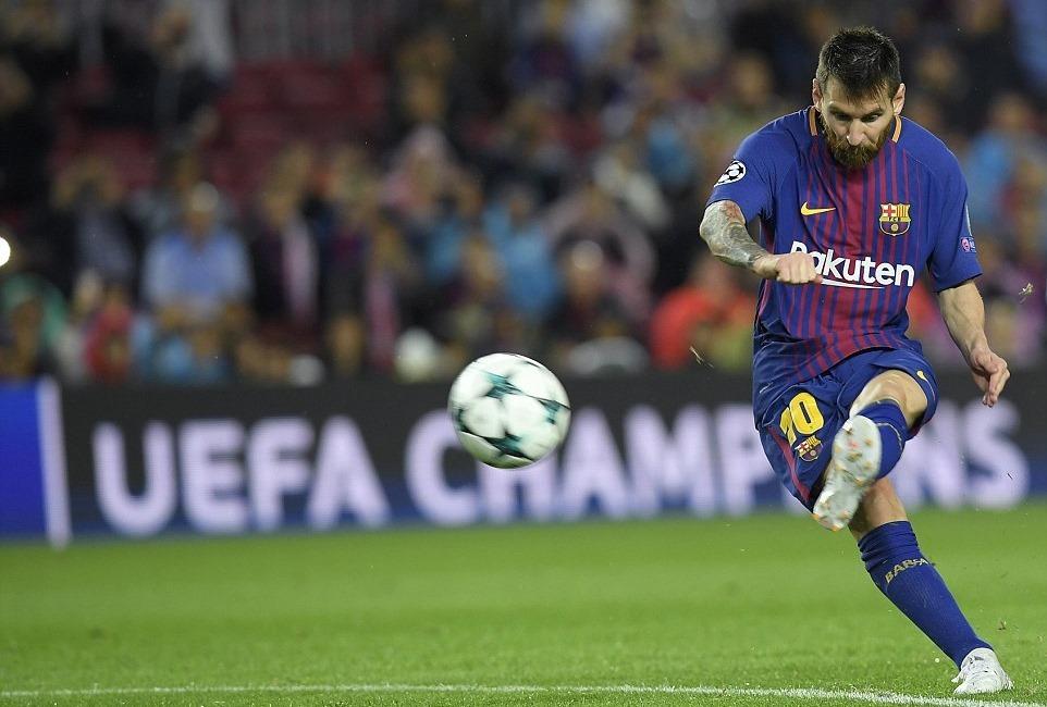 Pique bị đuổi, Messi giúp Barca thắng '3 sao'