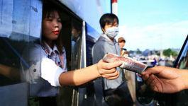 CSGT mời tài xế trả tiền lẻ mua vé BOT Biên Hòa làm việc