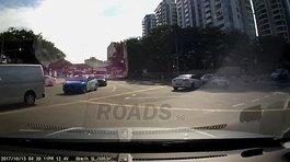 """""""Xe ma"""" bất ngờ xuất hiện gây tai nạn trên phố"""
