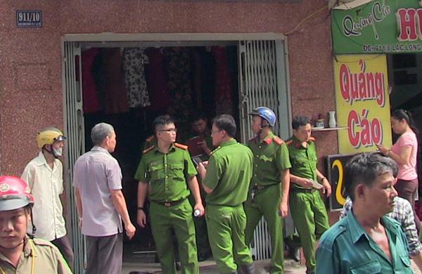 Cứu đôi vợ chồng khỏi đám cháy cửa hàng thời trang ở Sài Gòn