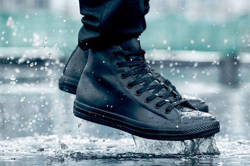Những món đồ 'khắc tinh' của mùa mưa mà nam giới nên sở hữu