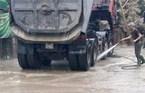 Phải rửa ô tô mới được vào nội thành Hà Nội