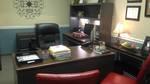 Hiệu trưởng ngồi phòng rộng, học sinh chen chúc phòng chật