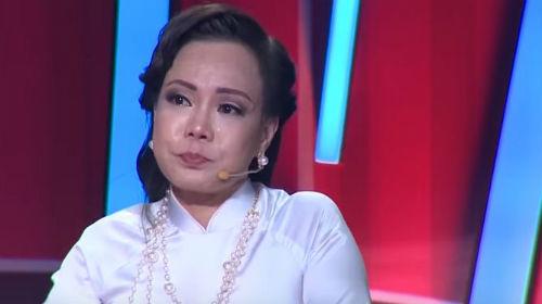 Việt Hương xúc động rơi nước mắt, nhớ lại thời gian bị tâm thần phân liệt: