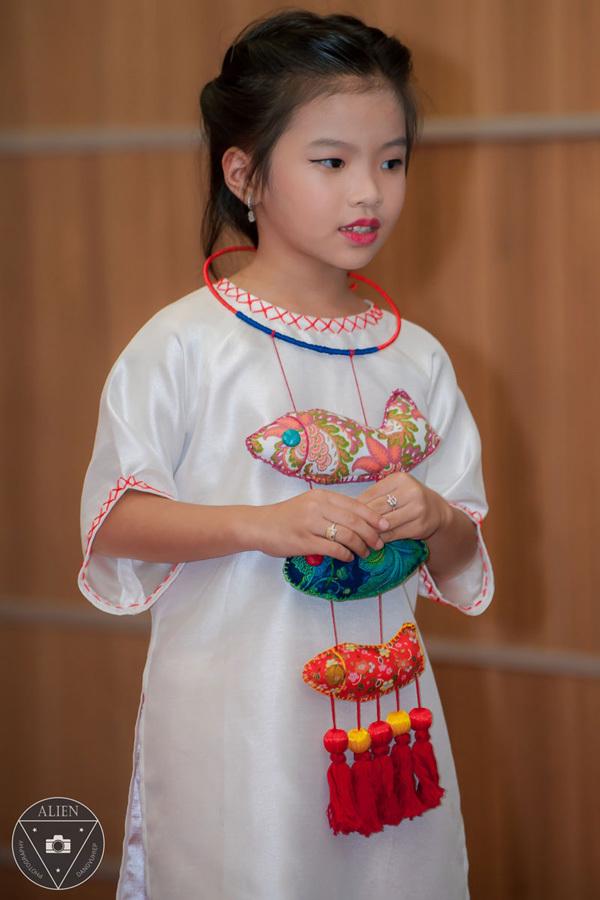 Á hậu Thùy Linh xinh đẹp sau 10 ngày gọt xương hàm