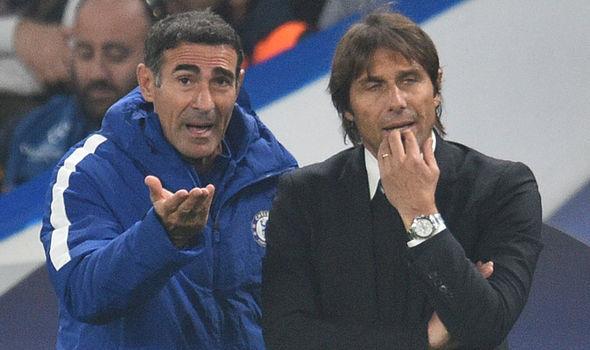 MU 'xách dép' Man City, Chelsea ở đáy vực