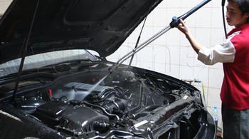Có nên làm vệ sinh khoang động cơ ô tô?