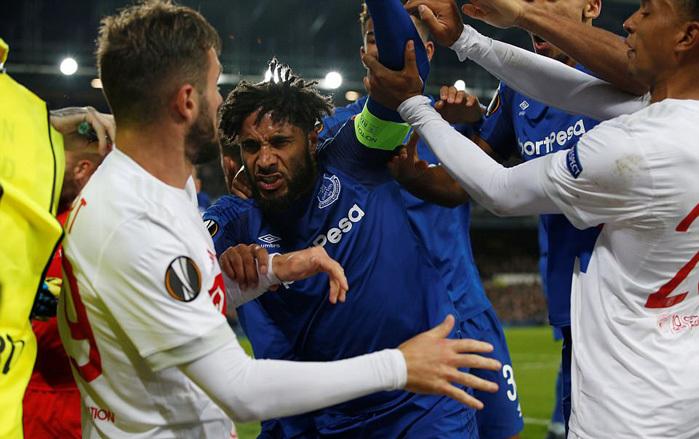 Cận cảnh màn hỗn chiến giữa trận Everton vs Lyon