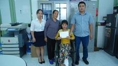 Chị Phạm Thị Lan mắc bệnh u xơ thần kinh đã được xuất viện về nhà