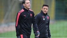 Ozil tung tin sốc: Bỏ Arsenal gia nhập MU