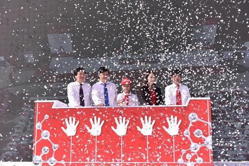 Hơn 2.000 học sinh nhảy đồng diễn vũ điệu rửa tay
