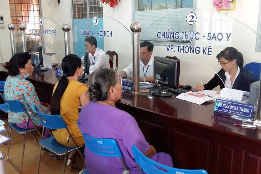 TP.HCM đề xuất cấm công chức mặc quần jean, áo thun khi làm việc