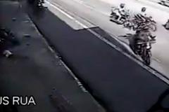Cướp choáng váng vì không biết cảnh sát truy đuổi phía sau