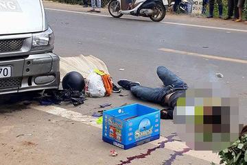 'Phượt thủ' tông nhau ngã ra đường bị xe khách cán tử vong