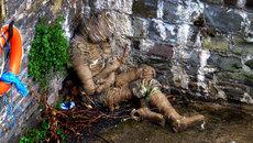 Bí ẩn xác ướp hình người dưới chân cầu ở Anh