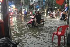 Quận trung tâm Sài Gòn ngập nặng trong cơn mưa chiều