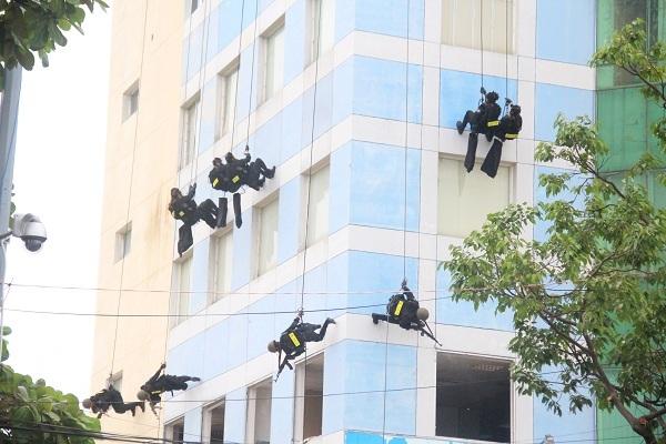 Đặc nhiệm diễn tập tóm gọn khủng bố tại APEC