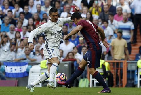 Ronaldo 'mất điện', Real Madrid vẫn ca khúc khải hoàn