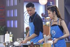 Siêu mẫu Việt nấu ăn khiến giám khảo 'muốn rớt tim ra ngoài'