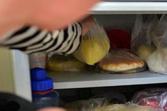 Mẹ nuông chiều cho con ăn nhiều đồ ăn vặt, bé trai 6 tuổi mắc ung thư