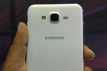 Điện thoại Samsung bất ngờ bốc khói trên chuyến bay