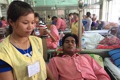 Vợ khóc ròng vì không kiếm được 25 triệu đồng cứu chồng