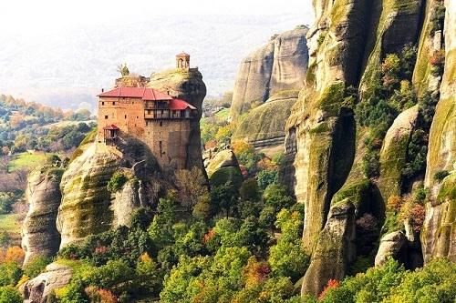 9 ngôi làng bên vách đá ngoạn mục đến khó tin