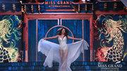 Phần trình diễn mãn nhãn của 77 người đẹp Hoa hậu hoà bình