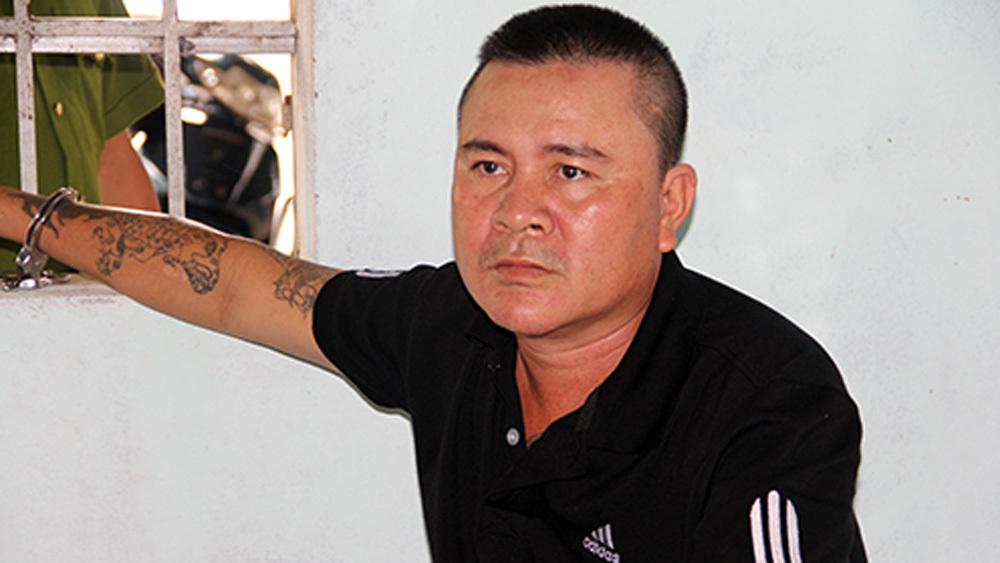 Bé trai bị người tình của bà nội bắt cóc