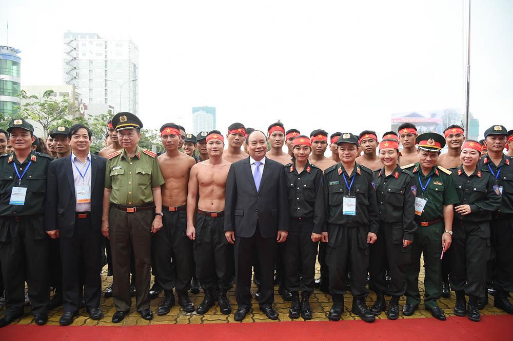 Thủ tướng dự lễ xuất quân, diễn tập phương án bảo vệ Tuần lễ Cấp cao APEC 2017