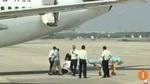 Nữ tiếp viên rơi khỏi máy bay trong lúc cất cánh