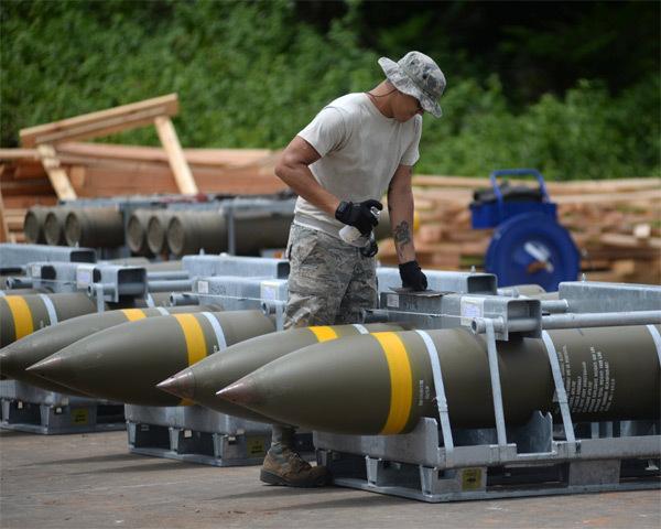 Mỹ hối hả chuyển bom đạn tới Guam