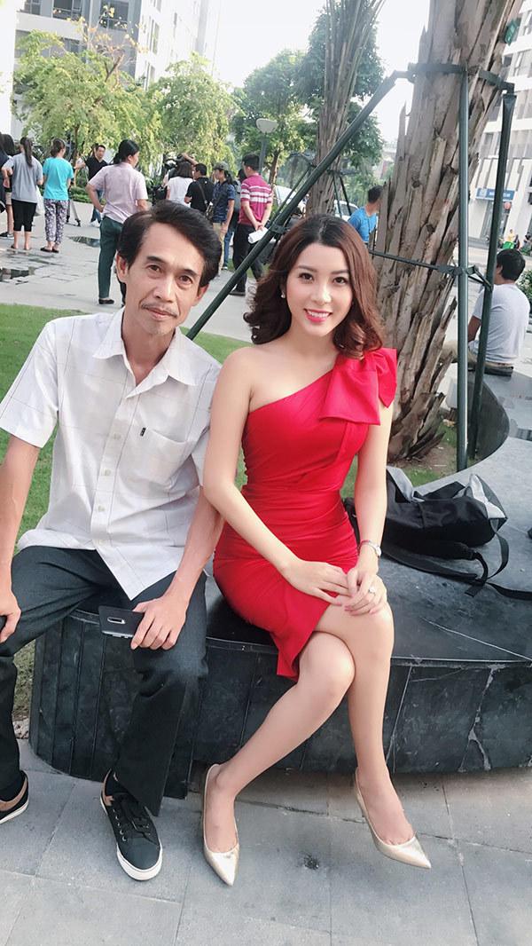 Yan My thân thiết với Bá Anh trên phim trường