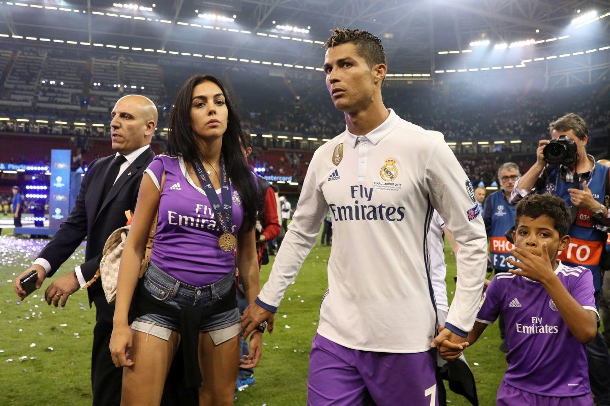 Ronaldo,Cristiano Ronaldo,Georgina Rodriguez,bạn gái Ronaldo,hậu trường sân cỏ