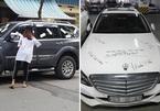 Ô tô đỗ chắn lối cửa nhà và hành động dán BVS, sơn đầy lên xe gây tranh cãi