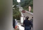 """Xem siêu xe leo gần nghìn bậc lên """"Cổng Trời"""""""