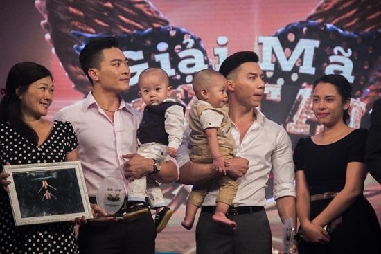 'Hoàng tử xiếc' Việt khiến bố mẹ rơi nước mắt vì chấn thương cổ