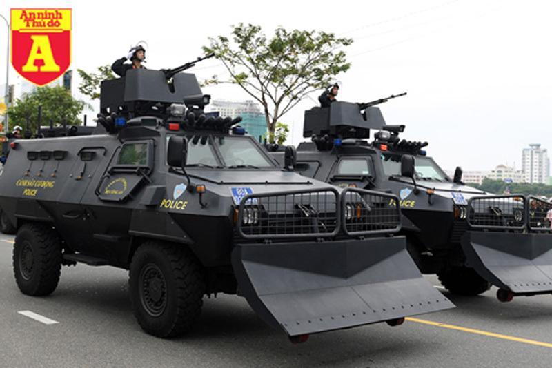 'Voi thép' S-5 hiện đại của Cảnh sát cơ động