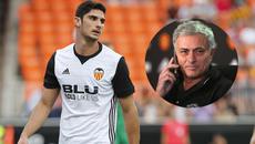 MU mua học trò Neville, Mourinho liên hệ đồng hương