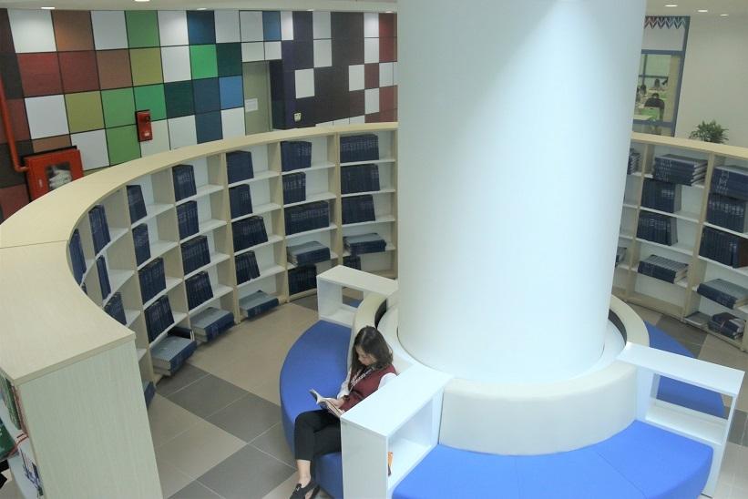 Bên trong thư viện sang chảnh của Trường ĐH Kinh tế quốc dân