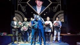 Dương Triệu Vũ công khai hôn Đàm Vĩnh Hưng