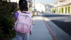 Đơn độc đến trường