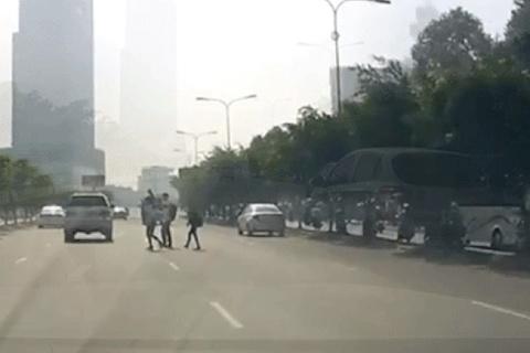 Sang đường không đúng chỗ, người đi bộ có là nguy cơ gây tai nạn?
