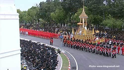 Biển người đưa tiễn cố Quốc vương Thái Lan
