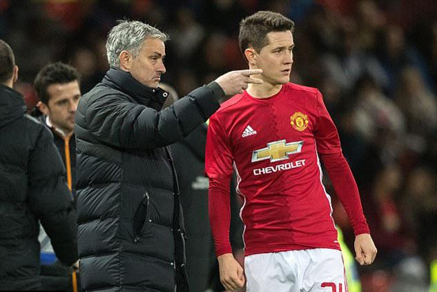 Ander Herrera chủ động 'làm lành' với thầy Mourinho