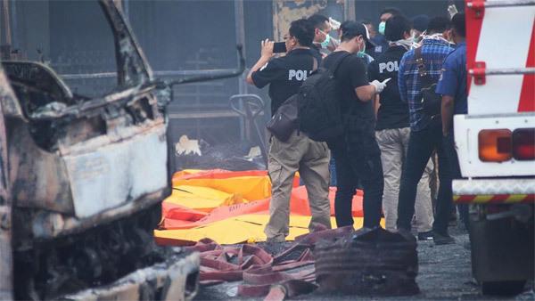Nổ nhà máy pháo hoa Indonesia, hàng chục người chết
