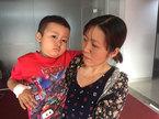 Người cha nghèo chạy xe ôm mong cứu con trai ung thư máu