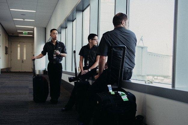Các tiếp viên hàng không làm gì khi không phải phục vụ khách?